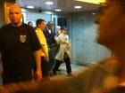 Britney Spears chega ao Rio com namorado