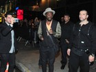 Will I.Am e colega do Black Eyed Peas curtem boate em São Paulo