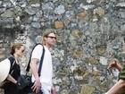 Angelina Jolie e Brad Pitt visitam prisão no Vietnã