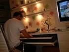 Marina Ruy Barbosa posta foto de Klebber Toledo tocando teclado