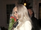 Lady Gaga dispensa calça em passeio por Londres
