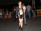 Após topless em show, Courtney Love vai comportada à área vip do SWU