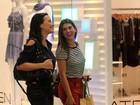 Fernanda Paes Leme e Juliana Knust se encontram em shopping