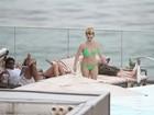 'Durmo cedo e tiro o sono da beleza', diz Britney Spears a site