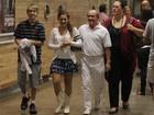 Renato Aragão passeia com a família em shopping do Rio