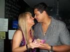 Carla Perez comemora aniversário em show do marido em Minas Gerais