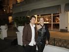 Mesmo resfriada, Carol Dieckmann prestigia festa de Claudia Jimenez