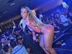 Valesca Popozuda canta só de shortinho e top em Cuiabá