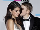 Selena Gomez ganha beijo de Justin Bieber em premiao