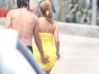 Em tarde na praia, Bruno Ferrari apalpa bumbum de Paloma Duarte