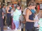 Grazi Massafera exibe barriguinha de grávida em supermercado no Rio