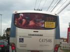 Seminua, Nicole Bahls estampa propaganda de motel em ônibus