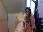 Fernanda Pontes posta foto no Twitter com seu vestido de noiva