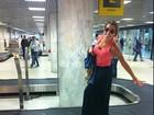 Adriana sobe em esteira de aeroporto e comemora: 'Consegui'