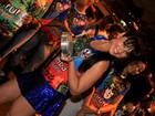 Luciana Picorelli mostra demais em quadra de escola de samba no Rio