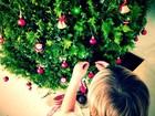 Cássio Reis posta foto do filho montando a árvore de Natal