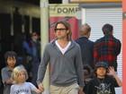 Em passeio com Brad Pitt, Shiloh aparece masculina como os irmãos