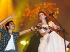 Depois de polêmica, Paula Fernandes chama fã ao palco