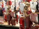 Ingrid Guimarães faz compras no Rio
