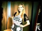 Avril Lavigne usa avental de cozinheira em programa