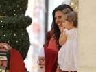 Daniella Sarahyba leva filha para ver Papai Noel no Rio