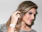 Mirella Santos exibe anel de noivado