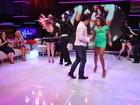 Beto Barbosa e Quitéria Chagas dançam lambada em programa de TV