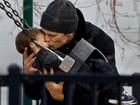 Momento fofura! Tom Brady beija Benjamin em parque