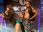 Ex Destiny's Child repete coreografia ousada de Jennifer Lopez