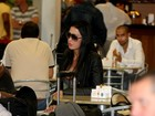 Gracyanne Barbosa circula em aeroporto do Rio
