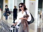 Dira Paes é clicada em aeroporto do Rio