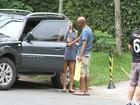 Grávida, Grazi Massafera circula de vestido soltinho no Rio