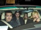 Cadê a Kristen? Robert Pattinson deixa bar com a atriz Sarah Roemer