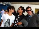 David Brazil e Thiago Martins encontram Caio Castro no aeroporto