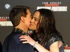 Tom Cruise dá 'chega mais' em atriz na première de 'Missão Impossível 4'