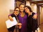 Claudia Jimenez festeja colegas de elenco em 'Aquele Beijo'