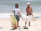 Marcello Novaes curte praia com  o filho no Rio
