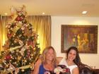 Susana Vieira se diverte arrumando árvore de Natal