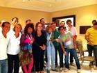 Claudia Jimenez posa com a dupla Valéria e Janete, do 'Zorra Total'