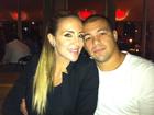 Joana Machado comemora dois anos de namoro com jantar romântico