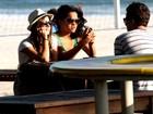 Em tarde de sol, Carol Macedo e Giovanna Lancellotti passeiam no Rio