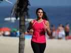 Daniella Sarahyba se exercita na orla do Rio