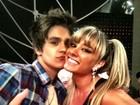 Decotada, Juju Salimeni posa com Luan Santana