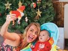 Em clima de natal, Juliana Silveira enfeita a casa para o filho, Bento