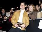 Tom Cruise posa com fãs em pré-estreia de filme na Espanha