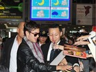Zac Efron causa tumulto em aeroporto no Japão