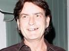 Charlie Sheen pede desculpas a Ashton Kutcher por crítica
