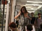 No dia de seu aniversário, Cristiana Oliveira faz compras