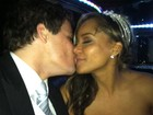 Após casamento, Dylon e Aparecida trocam beijos em limusine