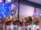 Carol Celico posta foto de apresentação escolar do filho